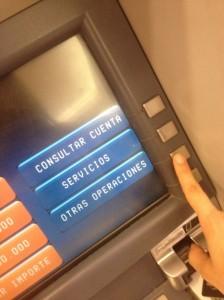 Transferir dinero de una cuenta bancaria a otra a través del cajero automático - paso1