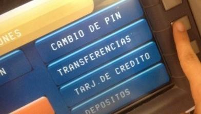 Transferir dinero de un banco a otro, a través del cajero automático