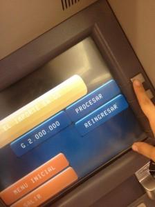 Transferir dinero de una cuenta bancaria a otra a través del cajero automático - paso3