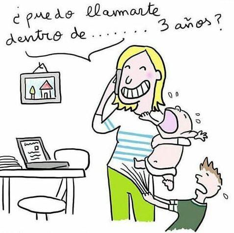 """el dibujo de una madre parada frente a una laptop, aparentemente en su casa, con un bebé en brazo llorando, el celular en la otra mano y un niño colgado de sus piernas gritando. Ella preguntaba a su interlocutor """"¿Te puedo llamar dentro de 3 años?"""